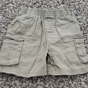🎀4/$25.🎀 Boys kakhi short size 18 months